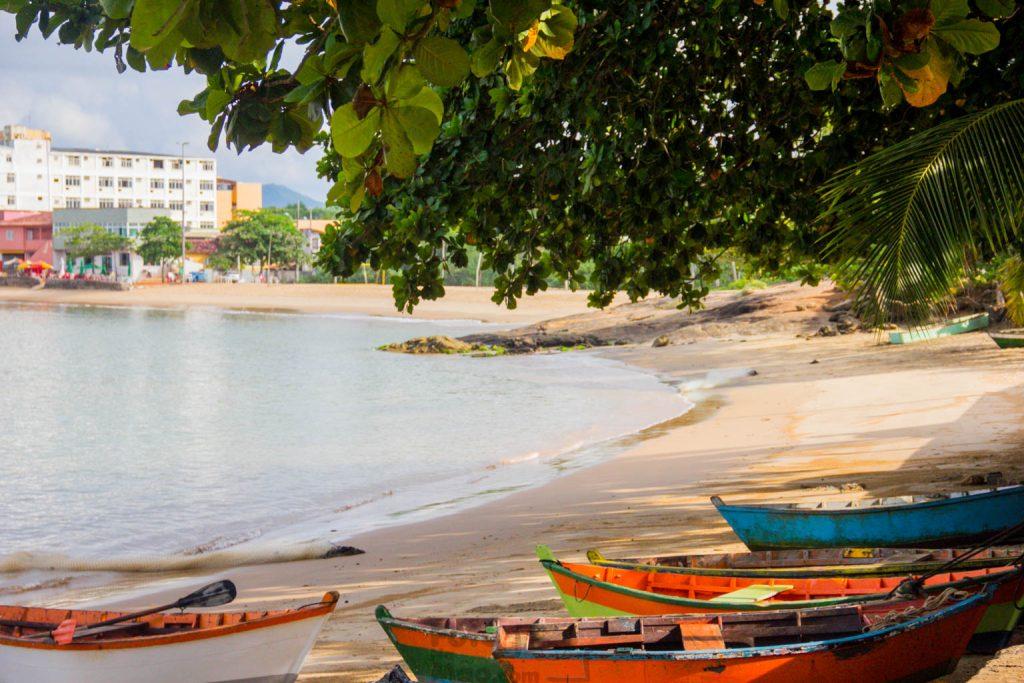 5 Dicas Românticas para você curtir em Guarapari. Começando com a proposta de você ficar pertinho da praia e dormir ao som do mar.