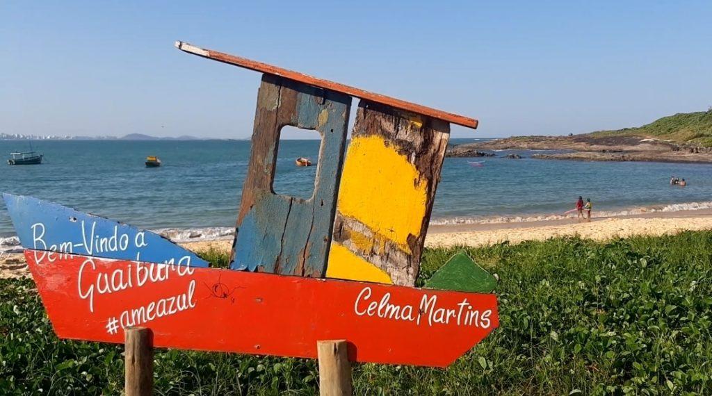 A Praia de Guaibura é a primeira praia da Enseada Azul para quem segue do Centro para o Sul de Guarapari.
